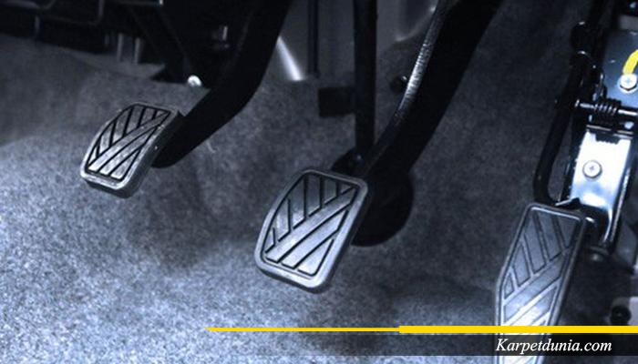 Hati-hati Karpet Bisa Ganggu Pedal Mobil