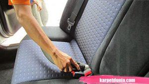 bersihkan karpet mobil
