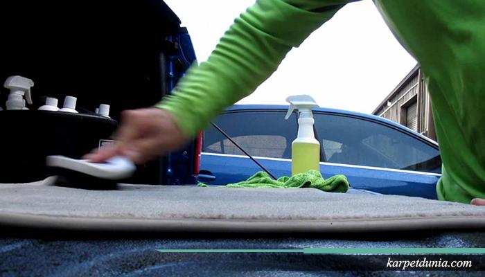Rahasia membersihkan karpet mobil